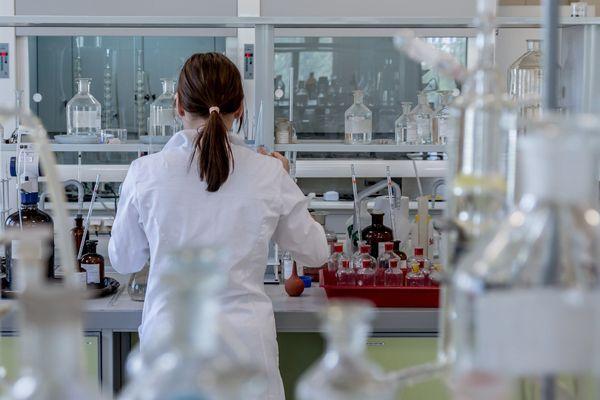 laboratorios-farmaceuticos-temem-ficar-sem-estoque-de-insumos-utilizados-na-fabricacao-de-medicamentos-198347-article